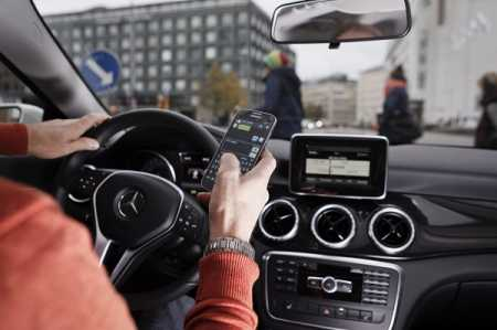 80% drivers use cell phone while driving : report ...