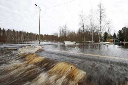 Swelling water poses flood threat in Lapland