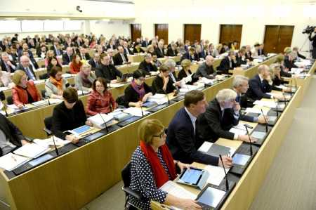 Parliament discusses violent extremism